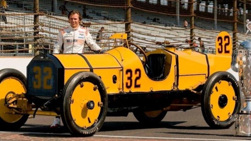 O fotografie care spune, cumva, povestea celebrei curse Indianapolis 500