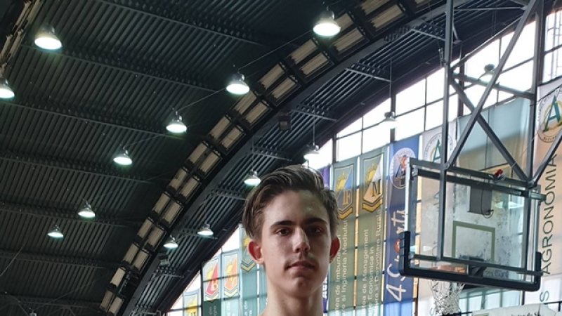 Arnold, baschetbalistul surdo-mut de la CSM Bucuresti. O lecție de viata si de sport… in tacere