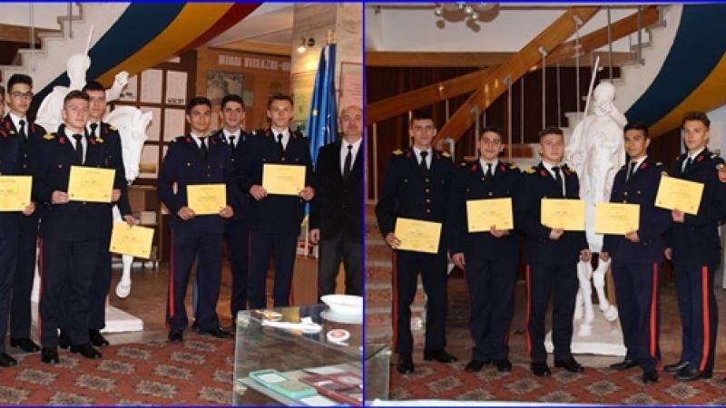 Elevi de la Colegiul National Militar MIHAI VITEAZUL, pe podiumul unui concurs pe teme istorice
