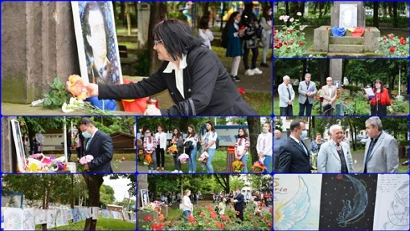 Giurgiuvenii stiu sa respecte valorile nationale! Clipa de vesnicie, la statuia lui Mihai Eminescu din Parcul Alei din Giurgiu